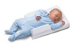 Baby op zij slapen